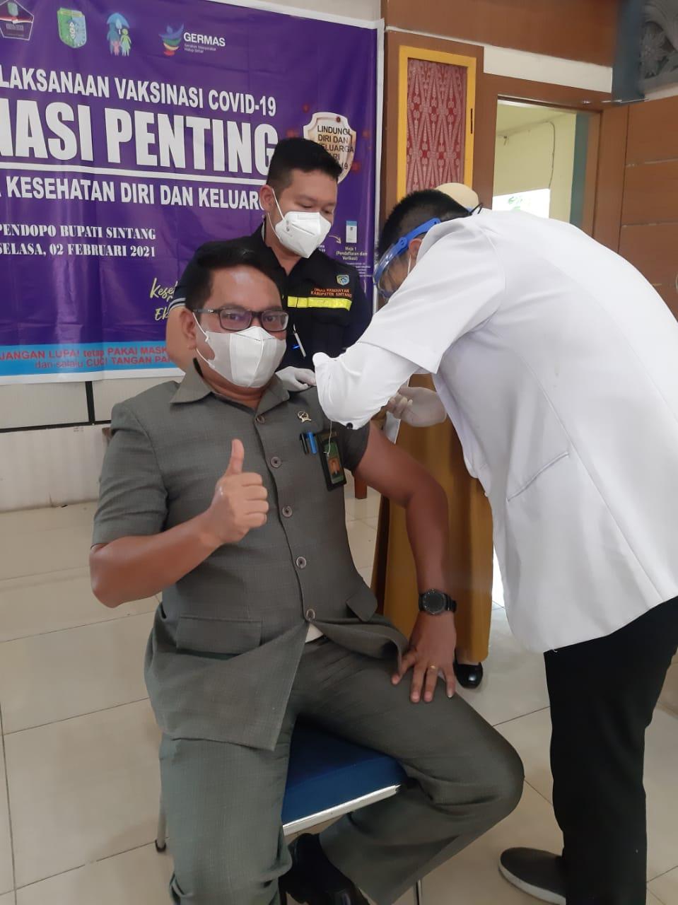 Ketua Pengadilan Negeri Sintang Mengikuti Vaksinasi Covid-19 Tahap Pertama yang diselenggarakan oleh Pemerintah Kabupaten Sintang