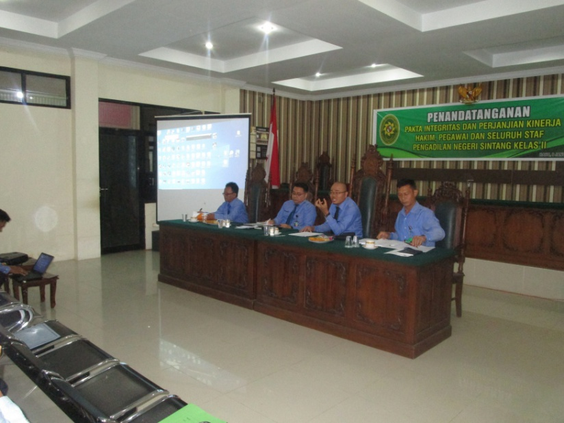 Rapat Evaluasi Dokumen dan Penyusunan Laporan SAKIP  Tahun 2019 Pengadilan Negeri Sintang