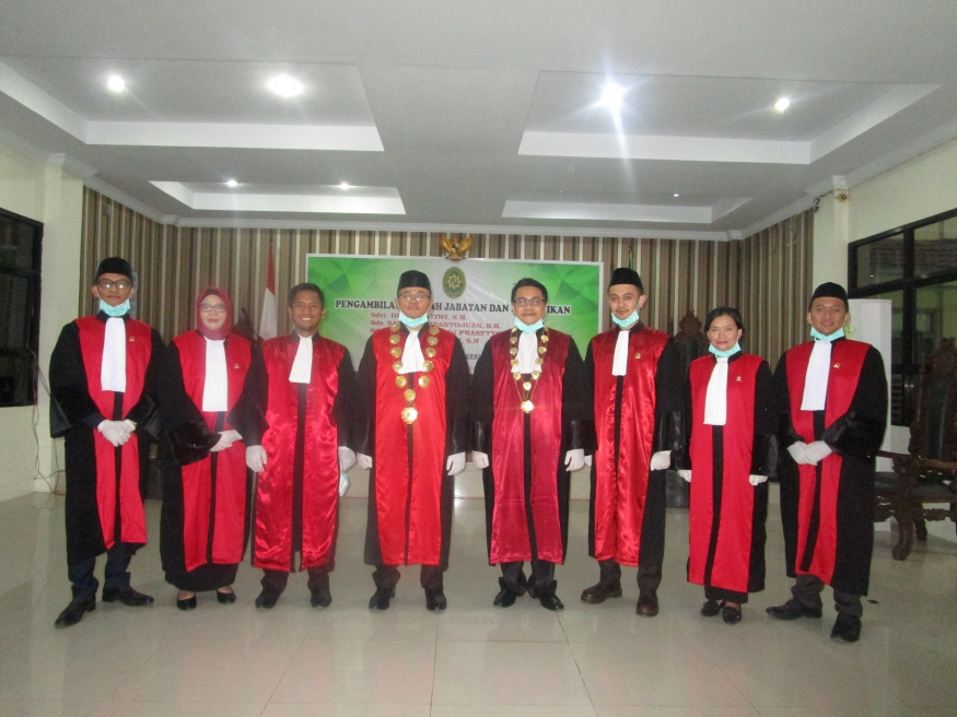 Pengambilan Sumpah Jabatan dan Pelantikan Sebagai Hakim Pengadilan Negeri Sintang